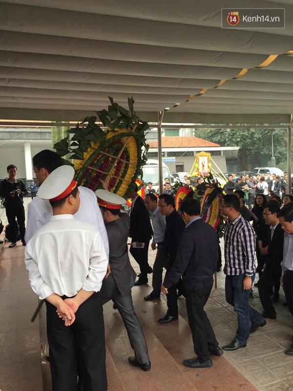 Chủ tịch thành phố Hồ Chí Minh, ông Đinh La Thăng đến viếng và chia buồn cùng gia đình Trần Lập