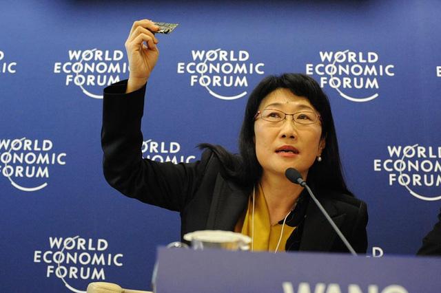 Bà Cher Wang thay thế ông Chou ở vị trí CEO.