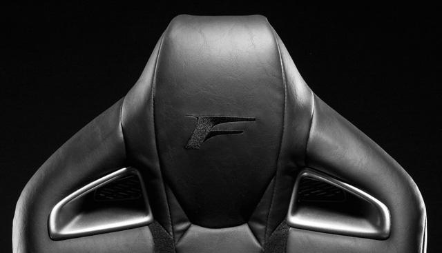 Ghế V-LCRO của Lexus