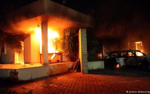 Vụ tấn công Lãnh sự quán Mỹ tại Benghazi, Libya được coi là biểu tượng cho thất bại của phương Tây trong việc mang Mùa xuân Arab đến Trung Đông và Bắc Phi. Ảnh DPA