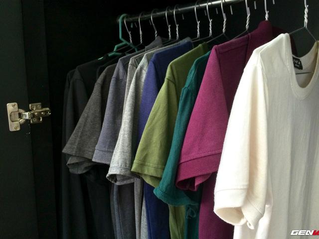 Áo thun có cổ, không cổ với những màu dễ mặc đồ.
