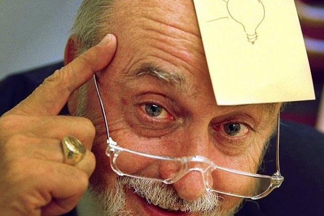 Arthur Fry, đồng sáng chế của miếng dán ghi chú với Spencer Silver