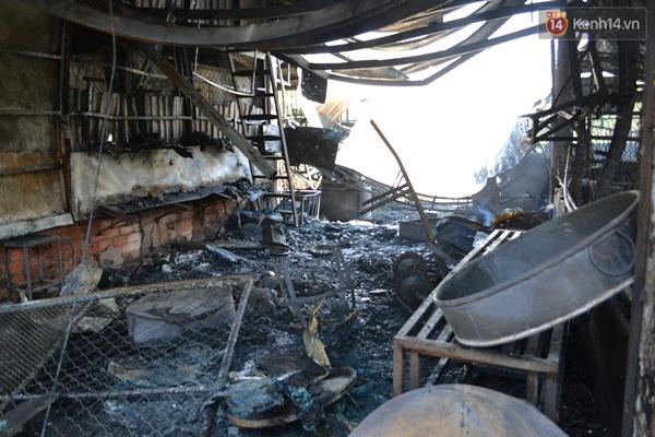 Đồ đạc bị thiêu rụi sau vụ cháy