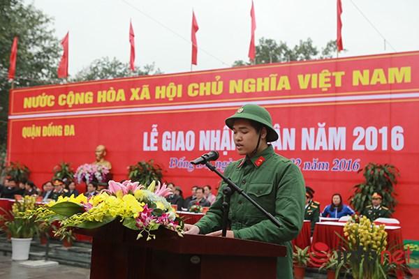 Tân binh Lê Tiến Phát (phường Ô chợ Dừa, quận Đống Đa) phát biểu nhận nhiệm vụ trước lãnh đạo thành phố và địa phương.