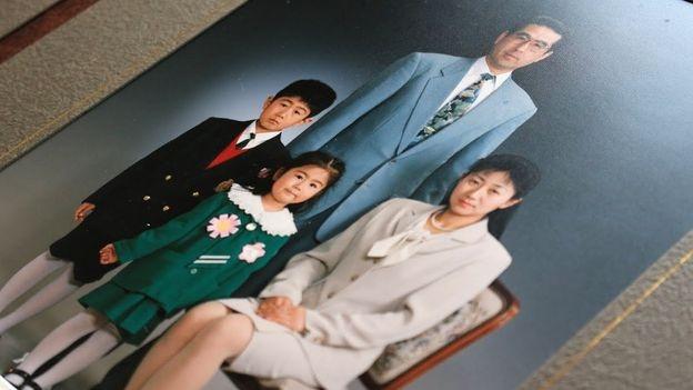 Vợ chồng Yasuo cùng hai con (Ảnh: Hiromi Tanoue)