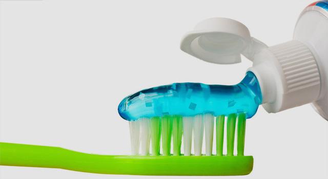 Giá thành rẻ và dễ tìm thấy khiến nhiều hãng mỹ phẩm vẫn sử dụng hạt vi nhựa.