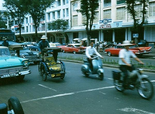 Nhịp sống đô thị Sài Gòn ngày xưa.