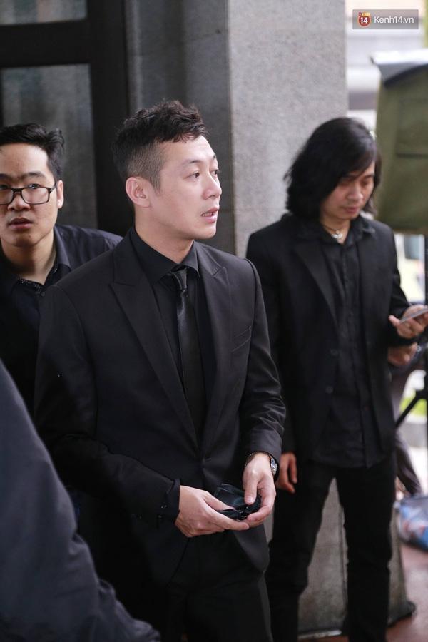 MC Anh Tuấn đã có mặt từ khá sớm để tiễn đưa người bạn thân của mình lần sau cuối