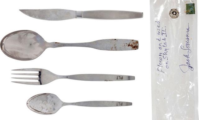 Bộ dụng cụ ăn trên tàu không gian