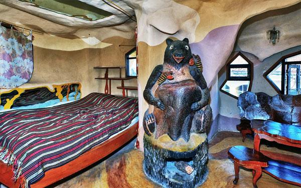 Các phòng nghỉ ở đây có đầy đủ tiện nghi cần thiết của một khách sạn sang trọng.