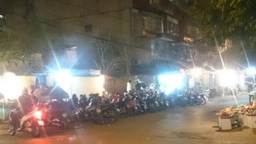 Phố Nguyễn Quý Đức (phường Thanh Xuân Bắc, quận Thanh Xuân) như...thiên đường ăn đêm