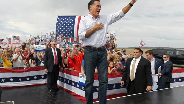 Công thức quần jeans, áo sơ mi đóng thùng xắn tay được ứng viên Mitt Romney!