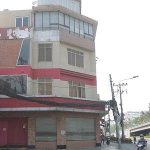 2 năm qua, Burger King đã liên tiếp đóng cửa nhiều cửa hàng sau 4 năm hoạt động tại Việt Nam. Ảnh: Cửa hàng Burger King tại số 1B – 1B1 đường Cộng Hòa, phường 4, quận Tân Bình, TPHCM thông báo đóng cửa hồi giữa tháng 2/2016.