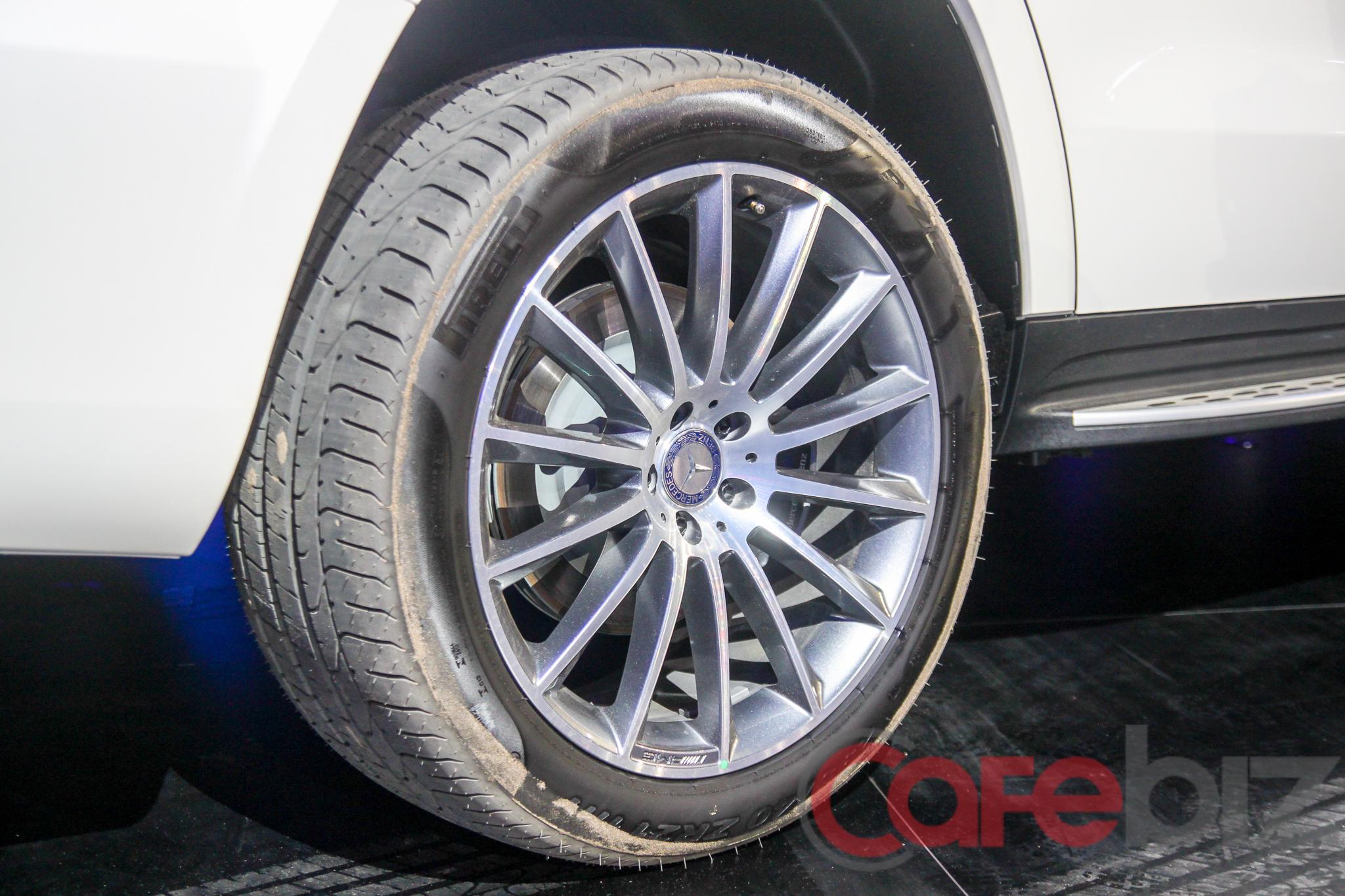 Vành hợp kim 21 inch đa chấu trên Mercedes-Benz GLS 500 4Matic.