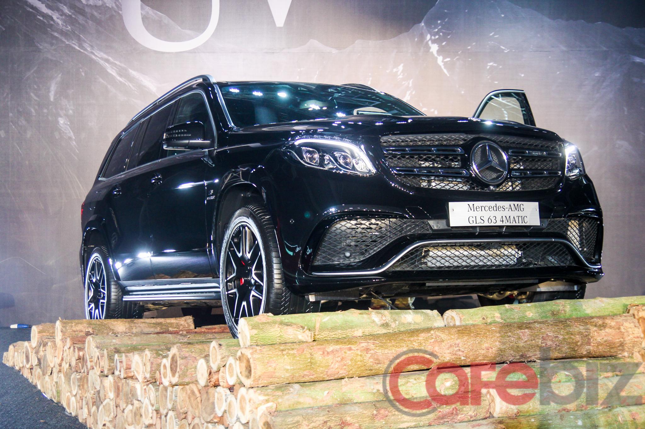 Mercedes-Benz GLS có giá bán 3,9 tỉ đồng, 4,28 tỉ đồng, 6,03 tỉ đồng và 8,43 tỉ đồng tương ứng với các phiên bản GLS 350 d 4Matic (máy dầu), GLS 400 4Matic, GLS 500 4 Matic và GLS 63 4Matic.