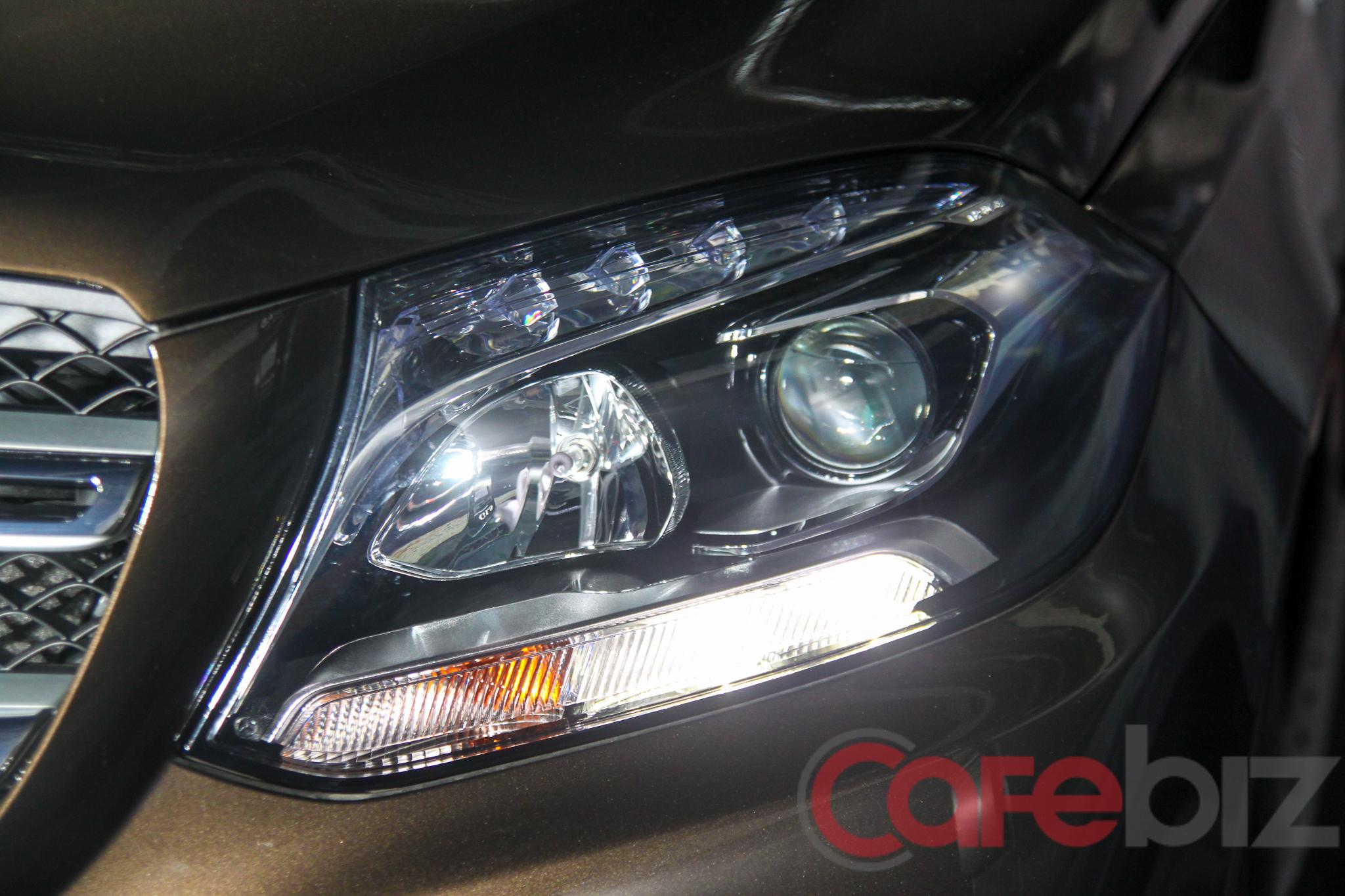 Bộ đèn chiếu sáng không sử dụng công nghệ LED, được trang bị trên GLS 350 d và GLS 400.