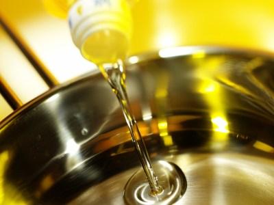 Sử dụng các loại dầu có hàm lượng chất béo không no đa nguyên cao để rán hay xào chẳng khác gì tự rước hoạ vào thân.