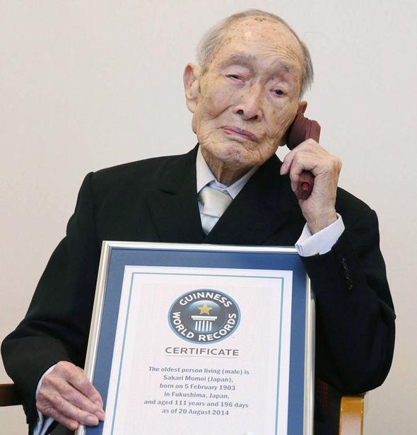 Cụ Sakari Momoi hưởng thọ 111 tuổi, qua đời vào ngày 5 tháng 7 năm 2015 và cụ là người có tuổi thọ cao nhất trên thế giới.