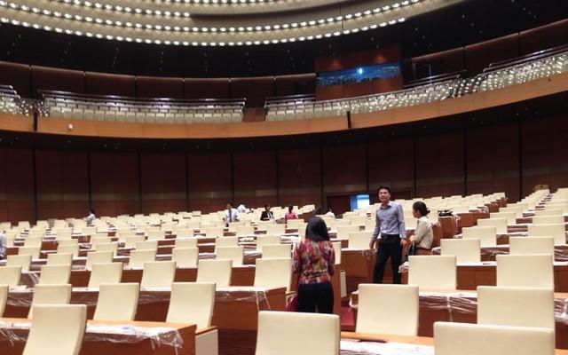 Phòng họp chính đã sẵn sàng cho kỳ họp thứ 8, khai mạc vào 20/10 tới.</p></div><div></div></div><p></p><p>