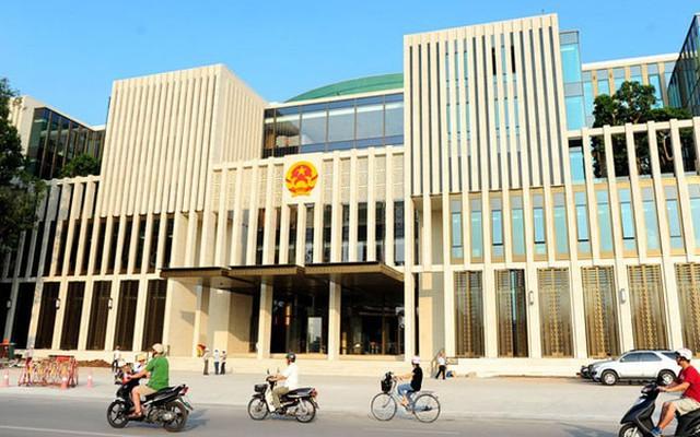 Mặt chính của toà nhà đối diện với Lăng Chủ tịch Hồ Chí Minh.</p></div><div></div></div><p></p><p>