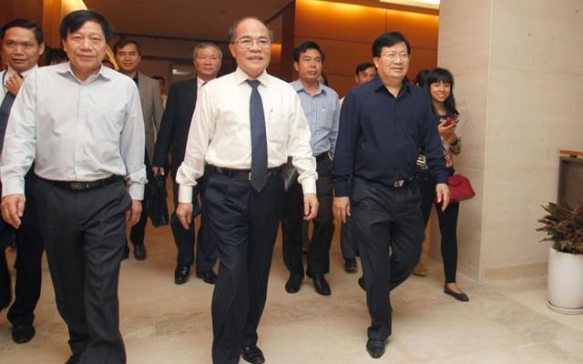Chủ tịch Quốc hội Nguyễn Sinh Hùng kiểm tra công tác hoàn thiện toà nhà, sáng 6/10.</p></div><div></div></div><p></p><p>