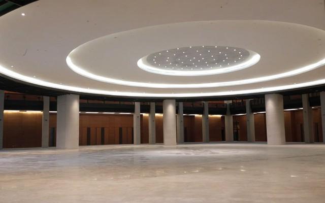 Sảnh chính của toà nhà được thiết kế theo hình tròn.</p></div><div></div></div><p></p><p>