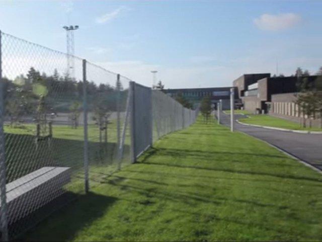 Nhà tù có diện tích khoảng 30 hecta được thiết kế để tạo cảm giác thân thiện nhất có thể.