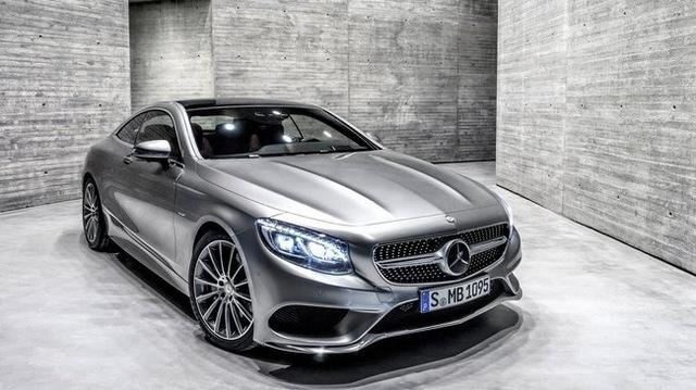 S 500 4MATIC Coupe với 95 tinh thể pha lê Swarovski sẽ là tâm điểm chú ý tại gian hàng của Mercedes-Benz tại triển lãm lần này.