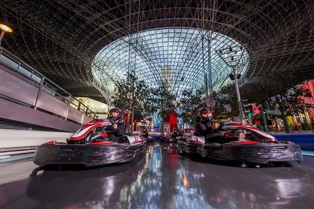 Công viên Ferrari World ở Abu Dhabi, United Arab Emirates – có giá vé khoảng 70 USD/người.