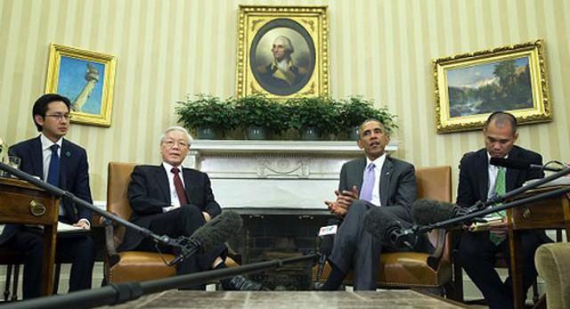 Tổng thống Obama nhiệt liệt hoan nghênh Tổng bí thư Nguyễn Phú Trọng và Đoàn đại biểu cấp cao Việt Nam thăm chính thức Mỹ. Tổng thống Obama nhấn mạnh Mỹ hết sức coi trọng quan hệ với Việt Nam và vai trò của Việt Nam ở khu vực châu Á-Thái Bình Dương, bày tỏ mong muốn tăng cường hơn nữa quan hệ giữa Mỹ và Việt Nam trong thời gian tới vì lợi ích của hai nước và của khu vực - Ảnh: Reuters.</p></div><div></div></div><p></p><p>