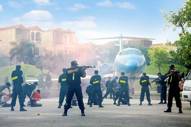 Lực lượng An ninh hàng không sân diễn tập chống khủng bố.