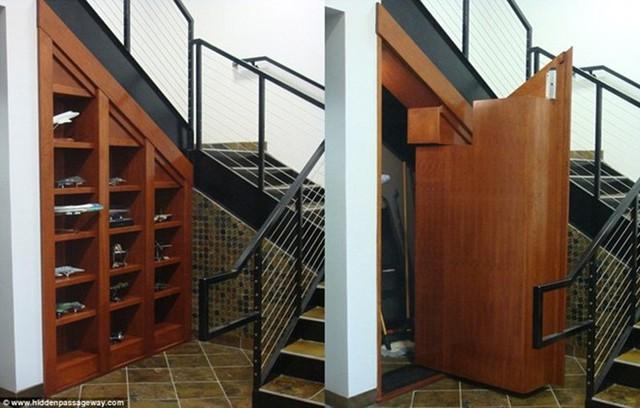 Phòng bí mật ngay dưới gầm cầu thang được che đậy bởi một chiếc tủ đựng đồ chơi.