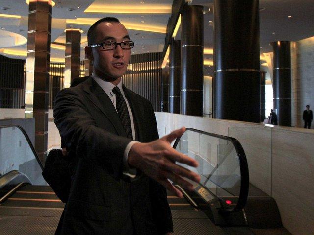Con trai của ông Lawrence Ho là Giám đốc điều hành của một công ty casino Macau, Melco Crown Entertainment.