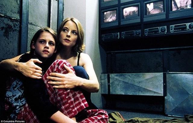 Xu hướng xây phòng bí mật bắt đầu nổi lên từ năm 2002 khi bộ phim kinh dị với sự tham gia Jodie Foster và Kristen Stewart trong vai hai mẹ con đang bị mắc kẹt bên trong một căn phòng bí mật được công chiếu.