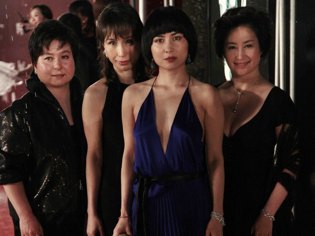 Một đứa con gái, Josie Ho, là một ngôi sao nhạc pop Hồng Kông.