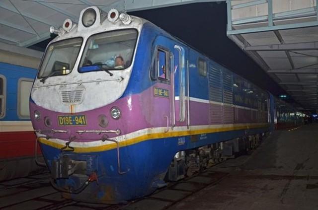 Hiện tại, tàu chuyên chạy tuyến Hà Nội - Sài Gòn và ngược lại. Xuất phát từ Hà Nội lúc 22h tối vào đến ga Sài Gòn lúc 5h30 sáng. Dù được nâng cấp, nhưng giá vé SE3 không thay đổi so với tàu thường. Mỗi ngày có 2 chuyến xuất phát từ hai đầu Sài Gòn và Hà Nội.
