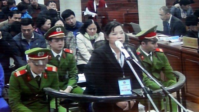 Bị cáo Trương Thị Út (nguyên phó trưởng phòng tín dụng, Agribank Nam Hà Nội) - Ảnh: T.L chụp màn hình
