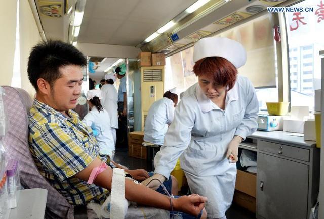 Chi phí xử lý máu của người chết đắt hơn, mất thời gian hơn người sống.