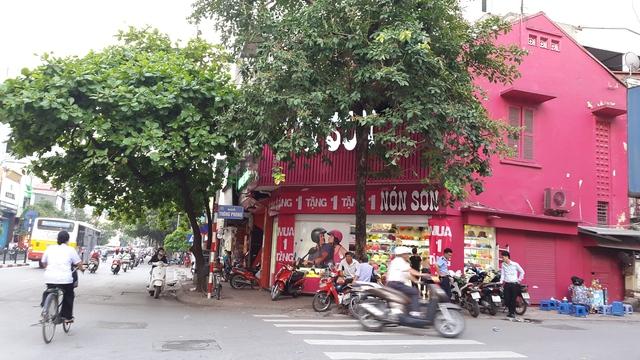 Một cửa hàng Nón Sơn nằm trên đường Tôn Đức Thắng- HN