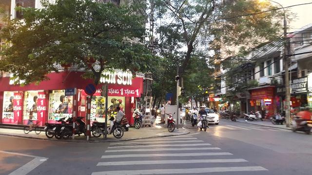 Nón Sơn có rất nhiều vị trí 2 mặt tiền to và đẹp trên các tuyến phố đắt đỏ.