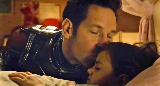 """Cha và con gái, một hình ảnh bình dị, một mặt rất """"đời"""" của người Kiến"""