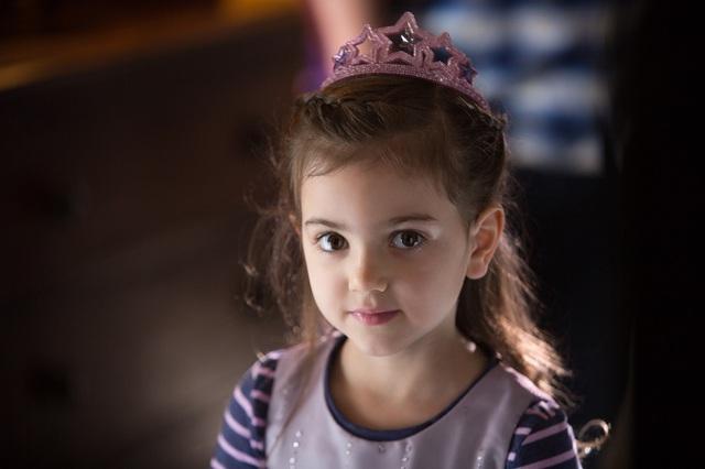 Thiên thần Abby Ryder Fortson trong vai Cassie