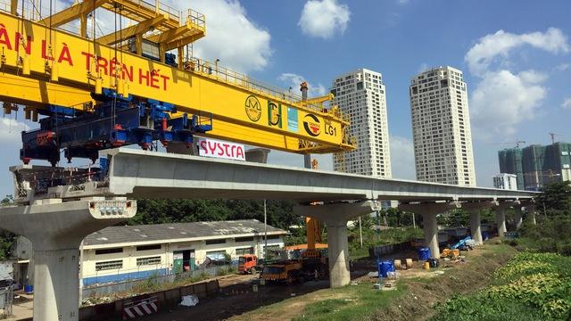 Đây là tuyến metro đi trên cao của gói thầu số 2 dài 17,1 km đang dần hoàn thiện - Ảnh: Chế Thân