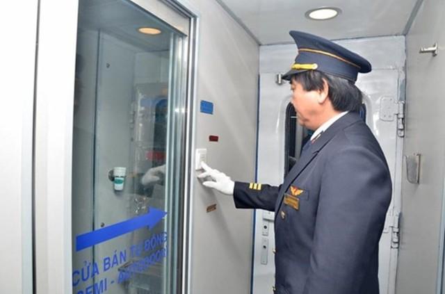 Hệ thống cửa kính bán tự động tạo cho hành khách cảm giác thoải mái, dễ sử dụng, an toàn hơn.