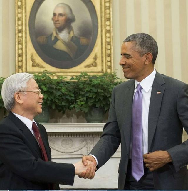 Tổng bí thư Nguyễn Phú Trọng đã trân trọng mời Tổng thống Obama sớm thăm Việt Nam. Tổng thống Obama cảm ơn Tổng Bí thư và vui vẻ nhận lời - Ảnh: Getty.