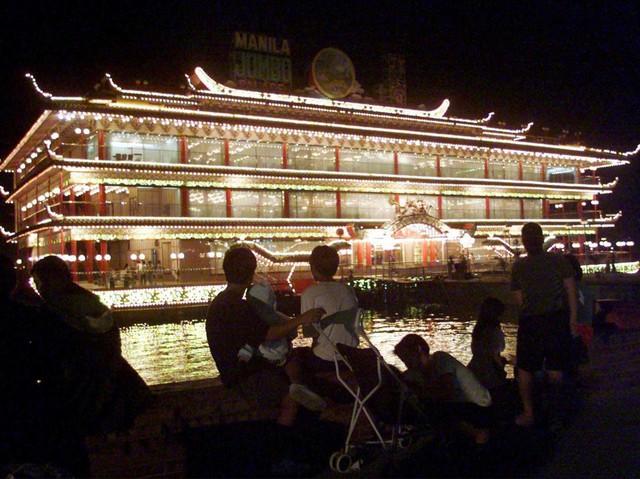 Tại một thời gian, Hồ kiểm soát hơn một nửa nền kinh tế của Macau.