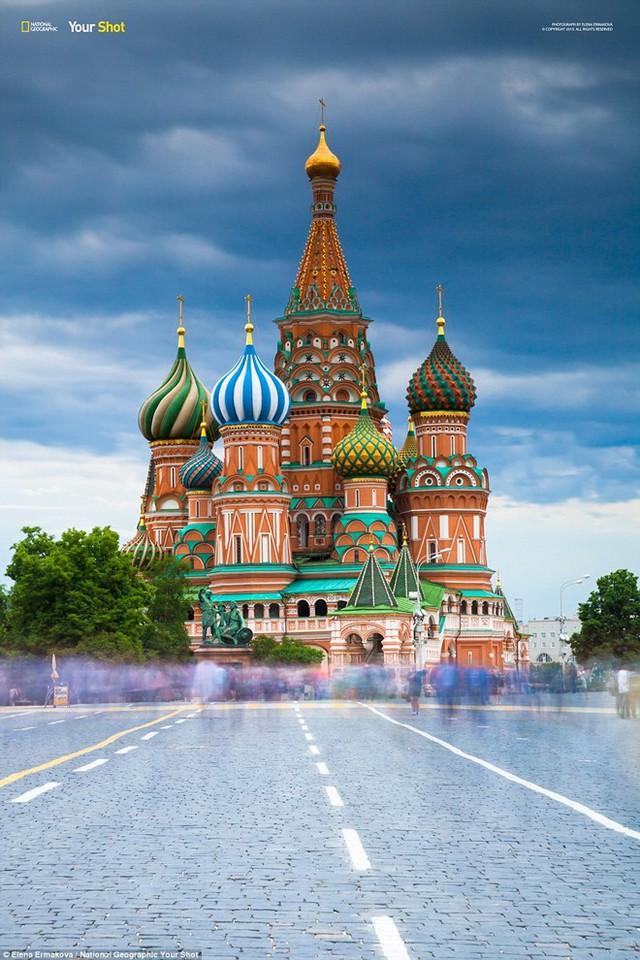 Nhà thờ Saint Basil trên quảng trường Đỏ ở Moscow, Nga.