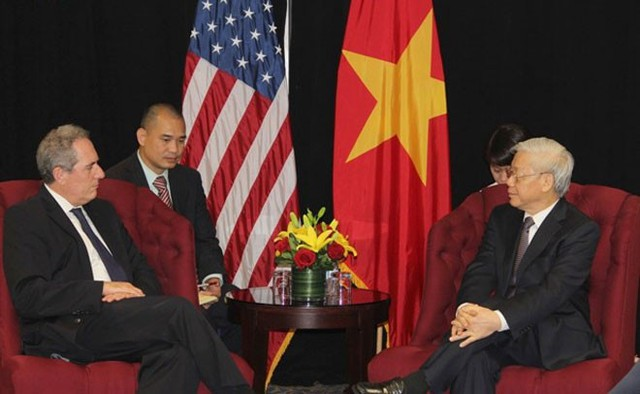 Trước đó, trong ngày 6/7 theo giờ địa phương, sau khi đặt chân tới Mỹ, Tổng bí thư Nguyễn Phú Trọng tiếp Đại diện Thương mại Mỹ Michael Froman - Ảnh: VOV.</p></div><div></div></div><p></p><p>