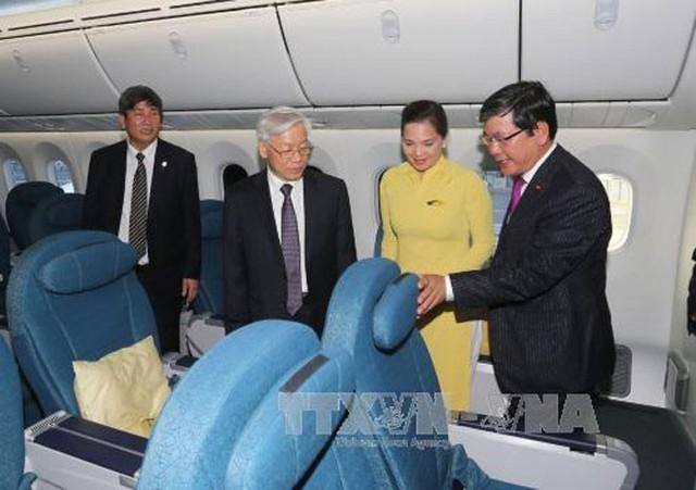 Chiều 6/7 theo giờ địa phương, tức sáng sớm 7/7 theo giờ Việt Nam, Tổng bí thư Nguyễn Phú Trọng và đoàn đại biểu cấp cao tới dự và chứng kiến lễ bàn giao máy bay Boeing 787-9 Dreamliner giữa Tập đoàn Boeing của Mỹ và hãng hàng không quốc gia Vietnam Airlines - Ảnh: TTXNV.