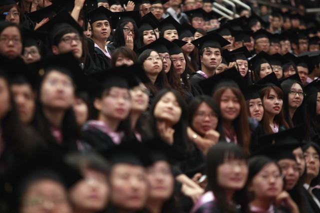 Sinh viên tại buổi lễ tốt nghiệp tại trường đại học Fudan, Thượng Hải